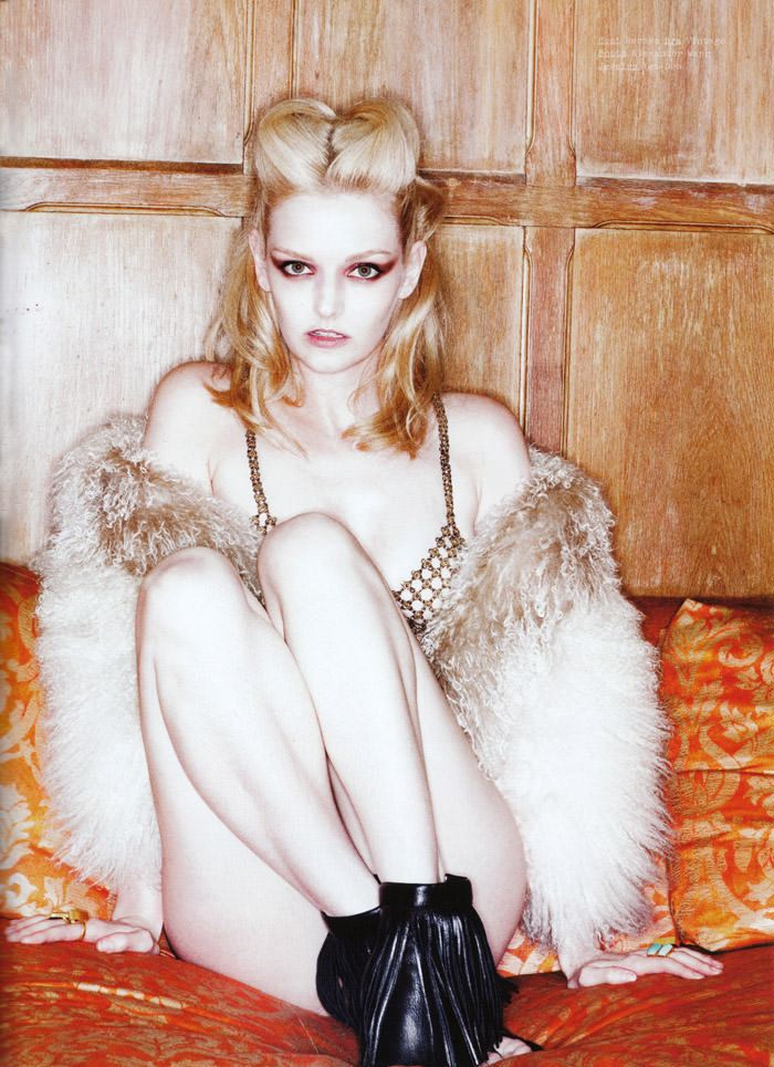 """Lydia Hearst photographed by Tim Zaragoza in """"Constant Reminder"""" for S Magazine, Spring 2010 6"""