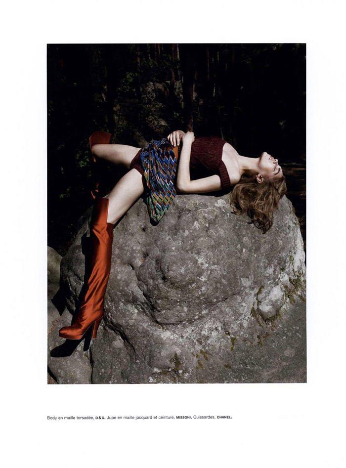 """Samantha Gradoville photographed by Viviane Sassen in """"Goutte d'eau sur pierres brûlantes"""" for Numéro #115 2"""