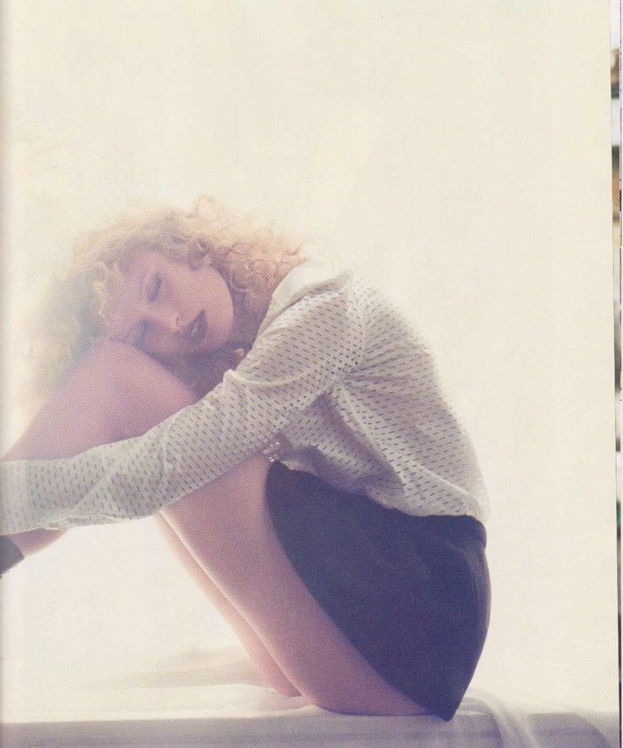 "Karolina Kurkova photographed by Dusan Reljin in ""La Dosis Mínima"" for Vogue España, September 2010 10"
