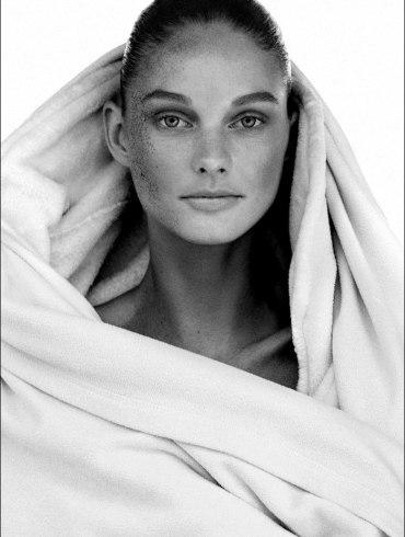 Patricia Van Der Vliet by Alvaro Beamud Cortes for Harper's Bazaar Germany