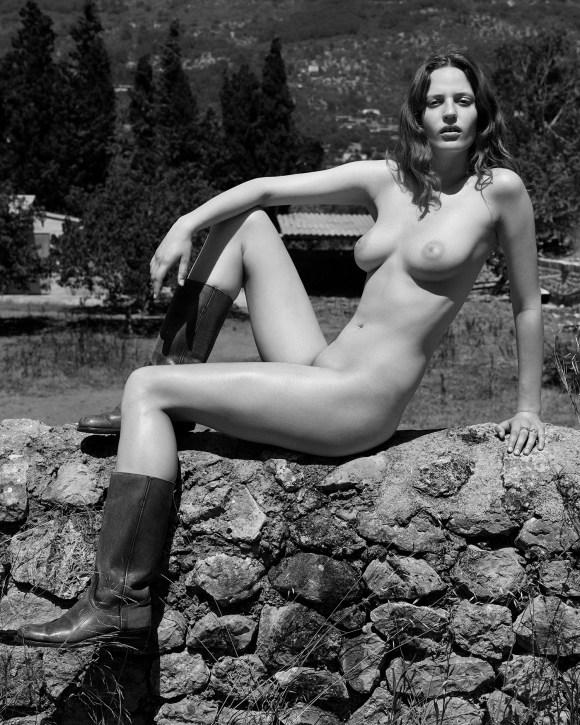 Julia Banas by Alexandra Nataf for Unconditional Magazine