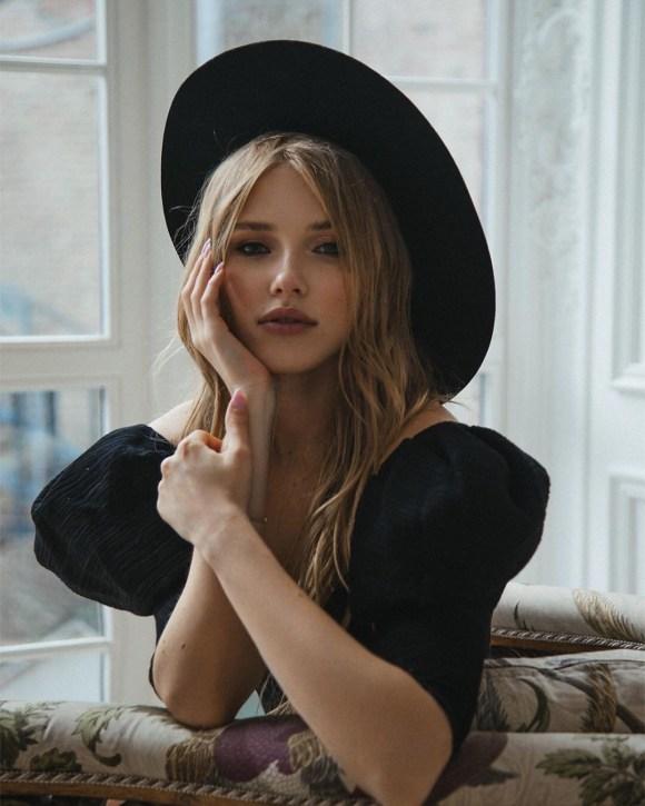 Portraits by Elena Medvedeva