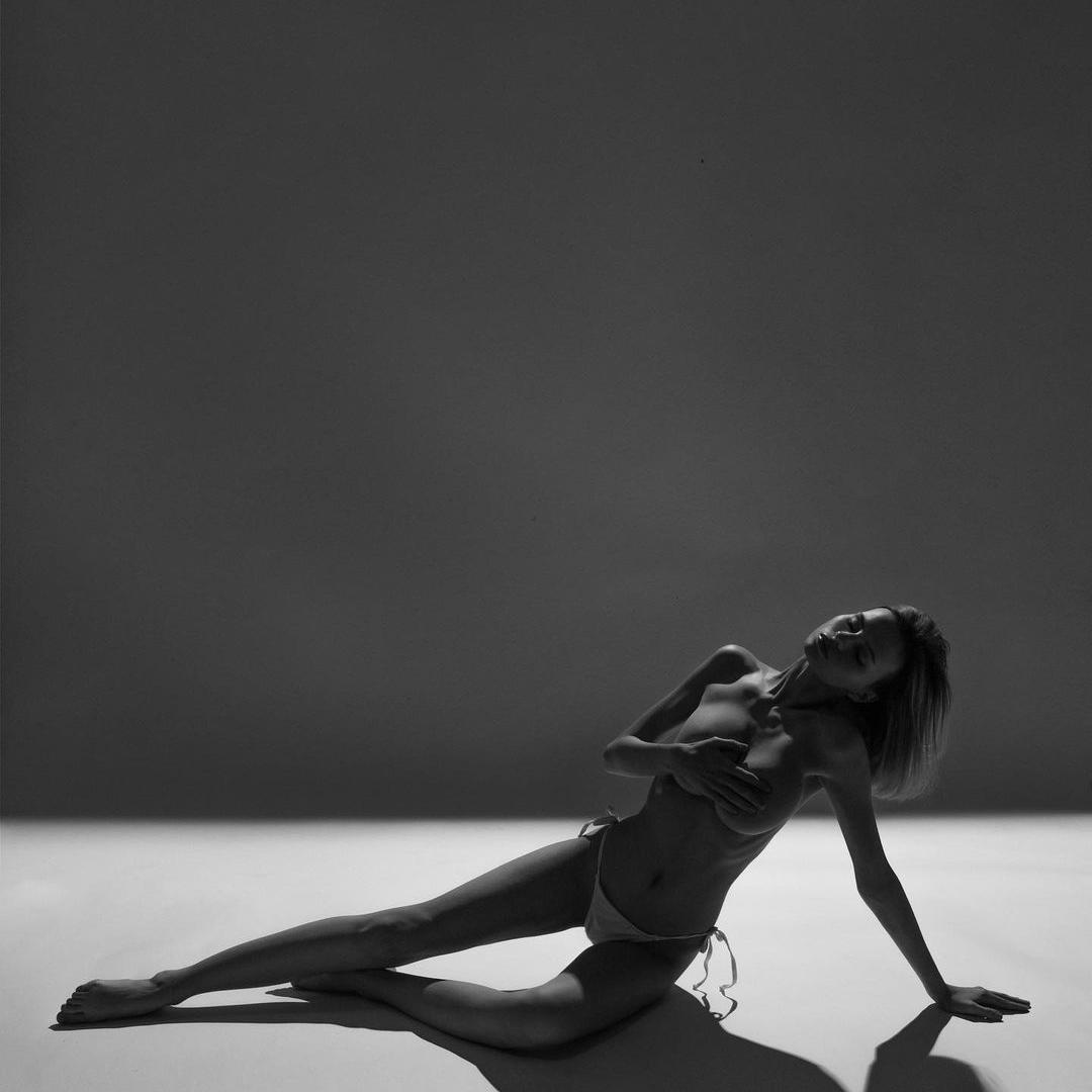 topless-russian-model