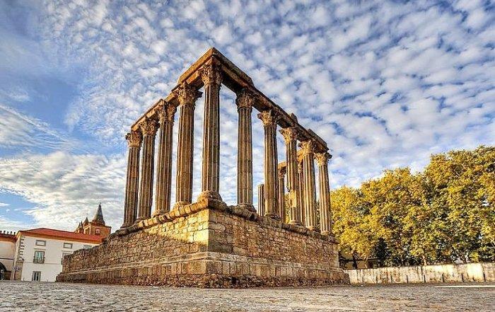 Римский храм Дианы в Эворе
