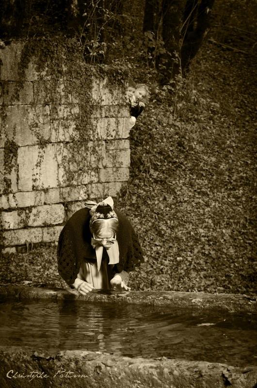 la-tante-arie-tanche-sa-soif--la-fontaine-de-vaugonderis_15870701432_o