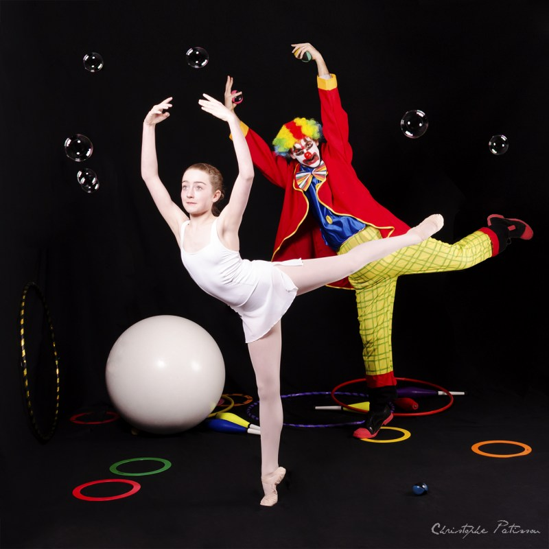 la-boule-le-clown-et-la-danseuse--the-ball-the-clown-and-the-dancing-girl