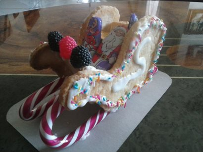 Edible Christmas Gift Idea: Santa's Sleigh Cookies