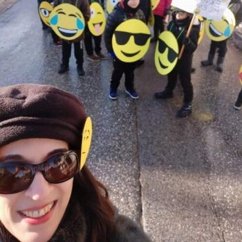 easy DIY Emoji costume, perfect for large groups and for outside parades