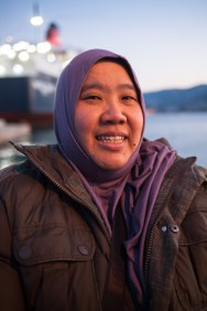 """Suzana Sulaiman (43) from Malaysia was 10 days with friends on Lesbos to help. """"We collected 14.000€ at home and knitted caps to donatehere.""""Via Facebook theyinformed themselveswhere their help was necessary."""