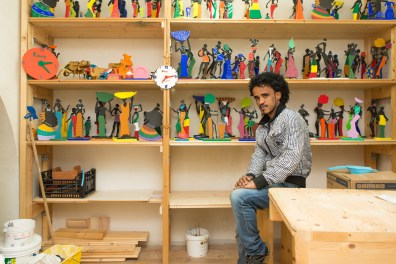 The carpentry workshop where he works. Fish, 24, from Eritrea. For almost a year in Riace, he has lived 9 months in a refugee camp in Ethiopia. It was rescued by the Coast Guard about a year ago, after three days of agony at sea trying to reach Sicily.