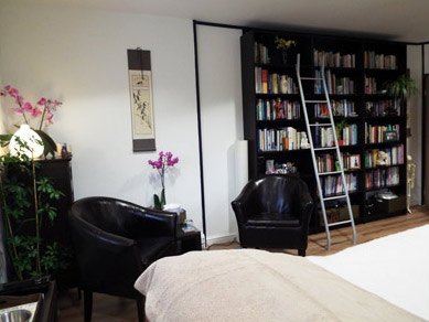 Positive Acupuncture Treatment Room