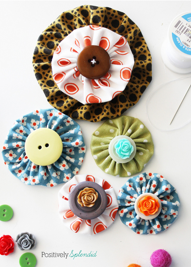 Fabric yo-yo's are a great way to use fabric scraps! Free templates with tutorial at Positively Splendid.