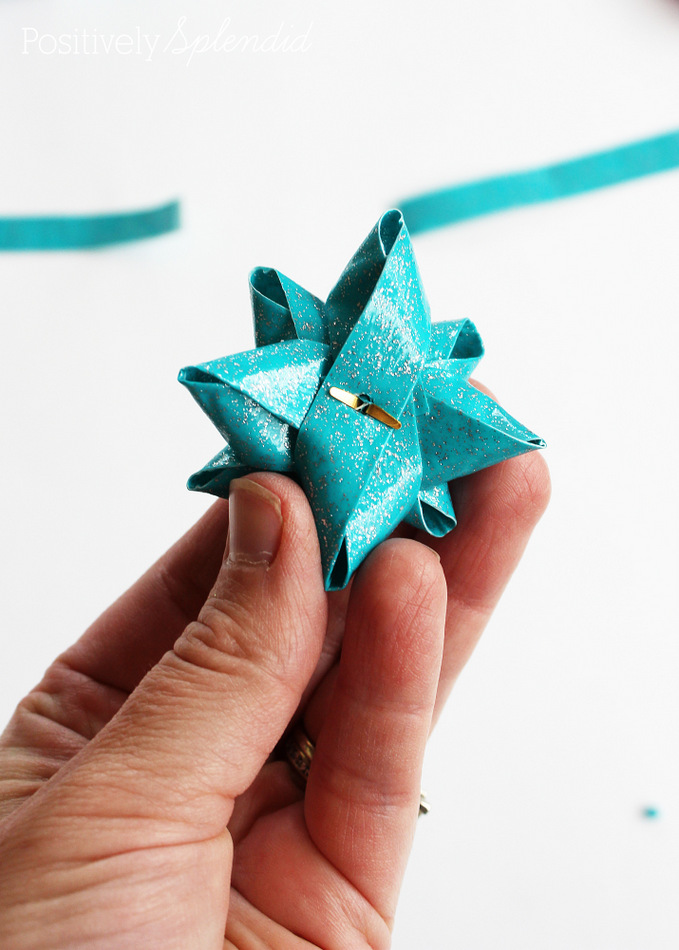 How to Make a Duct Tape Gift Bow #MakeAmazing
