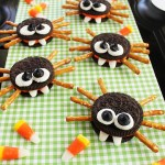 Easy Sandwich Cookie Spiders #HugtheMess