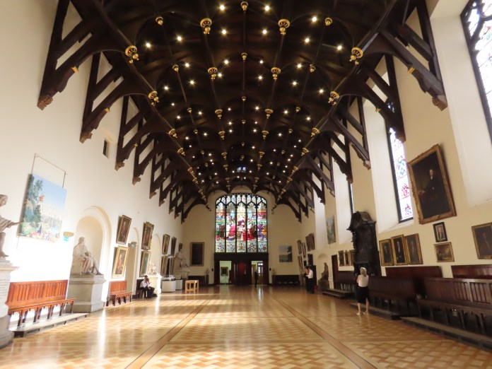 take a tour of Edinburgh, great hall of Parliament building