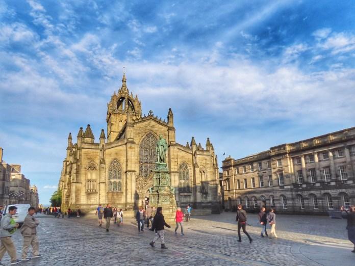 take a tour of Edinburgh