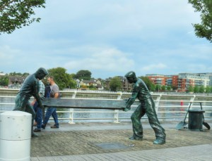 dock workers statue