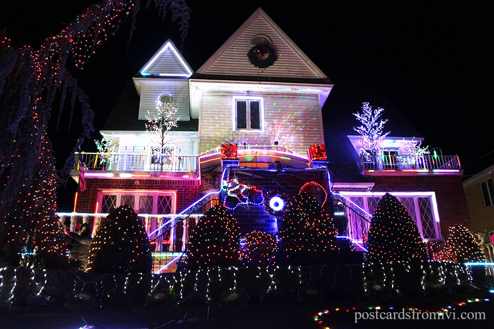 Dyker Heights Brooklyn Christmas Lights.Dyker Heights Christmas Lights Tour In New York Postcards