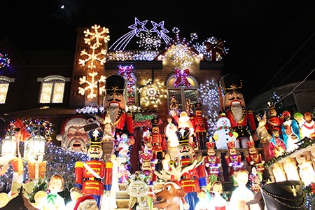 Dyker Heights Christmas Lights.Dyker Heights Christmas Lights Tour In New York Postcards