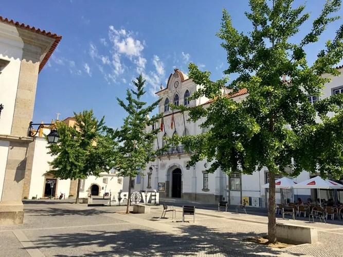 Praça do Sertório square in Évora