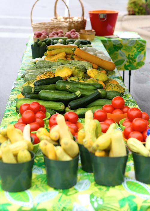 Farmer's-Mkt-Downtown-Table-Veggies