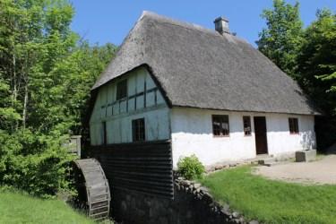 Getaway-Landscape-House