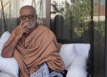Ο Ινδουιστής πνευματικός ηγέτης Μοράμπι Μπάμπου μιλά για αλήθεια, αγάπη, συμπόνια και… Σωκράτη