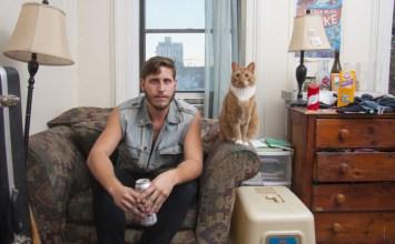 Άνδρες με τις γάτες τους κόντρα σε στερεότυπα του 20ου αιώνα