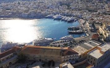 Σύρος: εναέριες και υποβρύχιες λήψεις που κόβουν την ανάσα