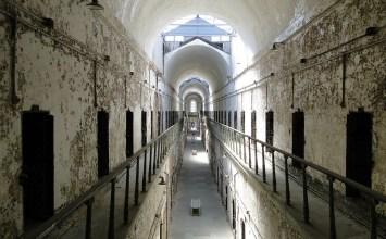 """Η Ιστορία της Σωφρονιστικής: Από τις κοινοβιακές φυλακές στην """"εξαγορά"""" της ελευθερίας"""