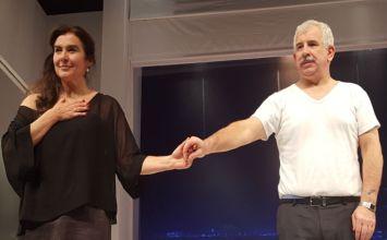 Οι «ταμπέλες» στους ηθοποιούς και ο Π.Φιλιππίδης στο «Και τώρα οι δυο μας»