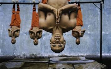Steve McCurry: Τα πρόσωπά των ανθρώπων λένε τις ιστορίες τους