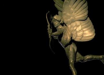 Πλατωνικός Έρωτας: Το εγκώμιο του μέγιστου φιλοσόφου της ανθρωπότητας για τον έρωτα στο Συμπόσιο και τον Φαίδρο