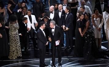 Oscars: 6 για το La La Land, 3 για το Moonlight και η πιο άβολη στιγμή στην ιστορία των απονομών