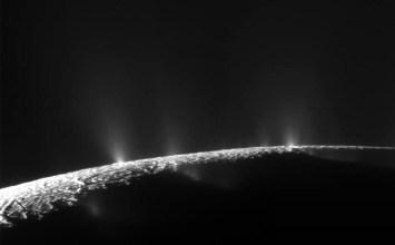 NASA: Ο Εγκέλαδος μπορεί να φιλοξενεί ζωή