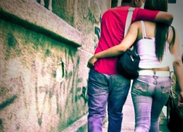 Το σεξ στην εφηβεία και οι παραινέσεις ειδικών και μη