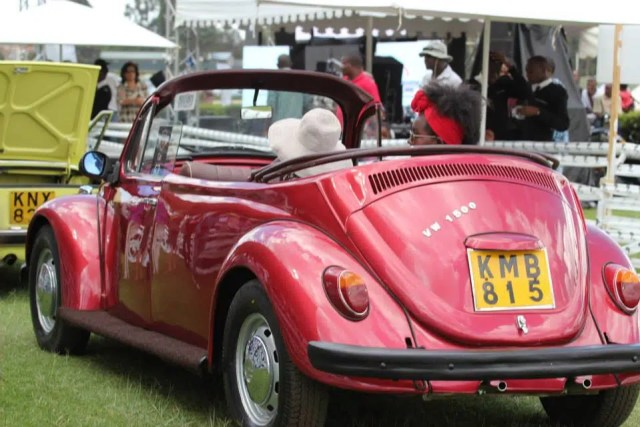 Look at that beautiful Beetle convertible.  Picture by MapichanaStori 2011.