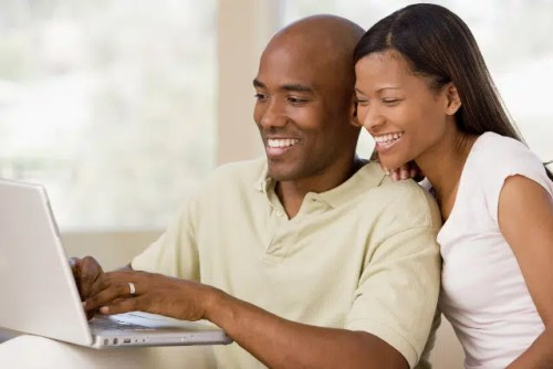 black_couple_with_computer