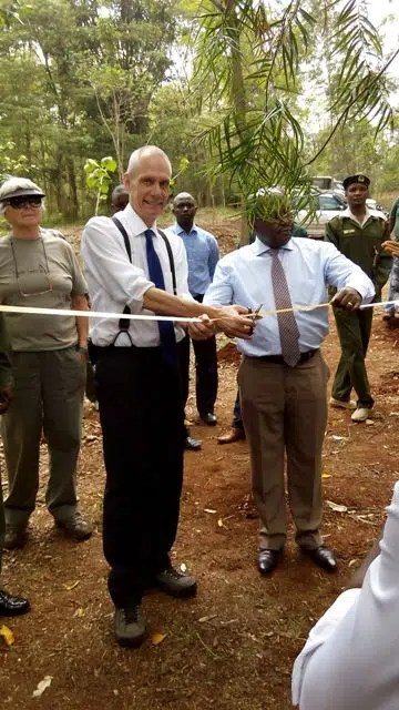 Godec cutting ribbon - karura