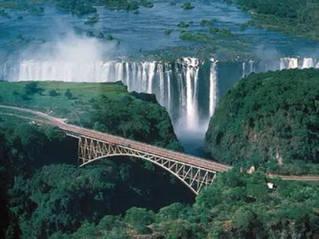 Victoria falls. Photo from http://www.myamazingplace.com/50-places-around-the-world-you-should-to-see-on-your-holiday-trave/
