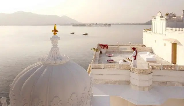India has alot to offer the curious tourist. From luxury holidays to budget holidays. Image from http://greavesindia.com/