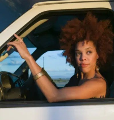 Woman driving. Image from http://ow.ly/YyQBX