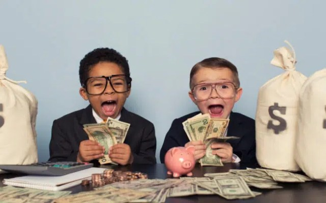 It is important to teach kids how to use money. Image from http://money.usnews.com/money/blogs/the-smarter-mutual-fund-investor/articles/2016-03-22/6-ways-to-teach-your-kids-about-money
