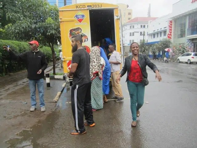 Distribution of food for Homeless of Nairobi. Image from Homeless of Nairobi Facebook page https://web.facebook.com/homelessofnairobi/photos/pb.1499976583577301.-2207520000.1460696400./1685552635019694/?type=3&theater