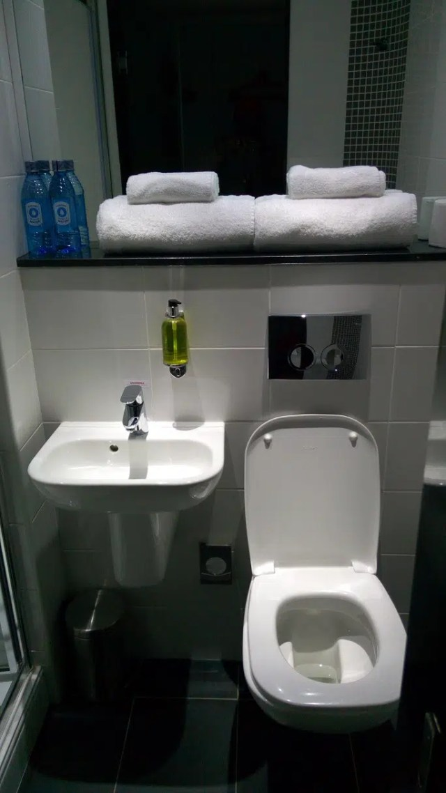 tune-hotel-westlands-bathroom-2