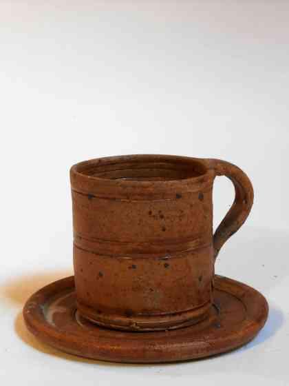 Tasse large et sous tasse marron