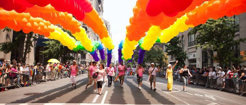 François Hollande : Il tient sa promesse envers les gays