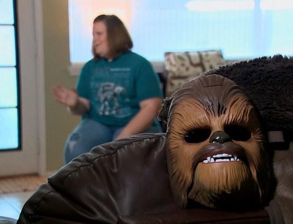 Quand la maman au masque de Chewbacca rencontre le réalisateur de Star Wars