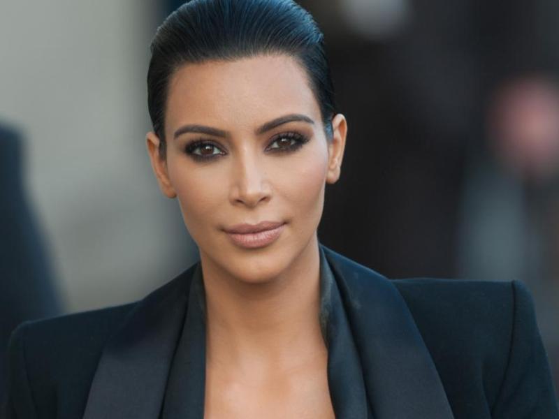 Kim Kardashian montre ses fesses… encore une fois !