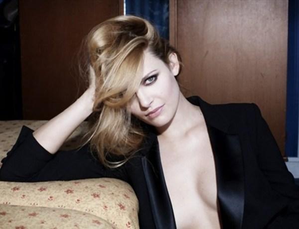 Elodie Frégé pose de nouveau topless pour un magazine